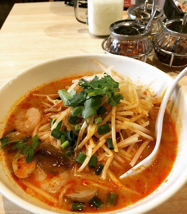 タイ料理 #ラックタイ池袋東口サンシャイン通り店  でランチをいただきました。たまに無性にトムヤムヌードルが食べたくなるんです!ここのトムヤムは私が求めている定番のトムヤムヌードルで美味しかったです。ラッシーもでかい。満足です。無性が発生したらまた訪れたいと思います☆#タイ料理 #タイヌードル好き #東京散歩 #カメラ散歩 #tokyophotographer #tokyophotography #japanphotography #myview #tokyolandmark #tokyo #japan #walking #nice #happy #fun #東京